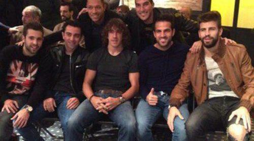 Jordi Alba, Xavi, Puyol, Fàbregas, Piqué, Pinto y Adriano se ríen de la americana de Leo Messi en la Bota de Oro 2013