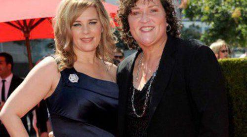 La actriz de 'Glee' Dot-Marie Jones y su novia Bridgett Casteen se han casado en su casa de Los Ángeles