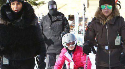 Kim Kardashian y Kourtney Kardashian demuestran sus dotes de esquiadoras en Aspen