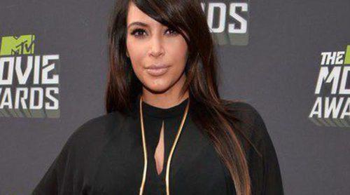 Kim Kardashian despide 2013 con una foto de su anillo de compromiso y su hija North West