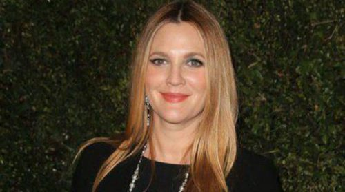 Drew Barrymore presenta su libro 'Find it in Everything' junto a Reese Witherspoon y Busy Phillips