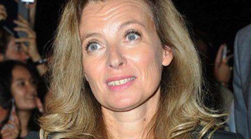 La primera dama francesa Valérie Trierweiler abandona el hospital tras ocho días ingresada