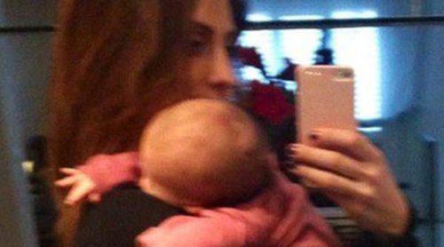 Nagore Aranburu y su hija Emma, las mejores fans de Xabi Alonso y del Real Madrid