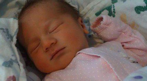 Kevin y Danielle Jonas presumen de su hija Alena Rose en las redes sociales