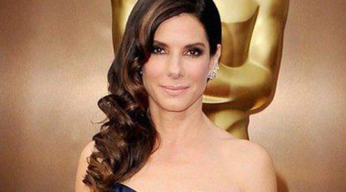 Sandra Bullock, Anne Hathaway, Kellan Lutz y Jessica Biel pasean por la alfombra roja de los Oscar 2014