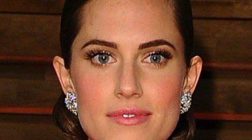 Allison Williams luce orgullosa su anillo de compromiso en los Oscar 2014