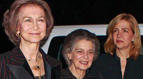 Las Infantas Elena y Cristina acompañan a la Reina Sofía a la proyección del documental sobre el Rey Pablo de Grecia