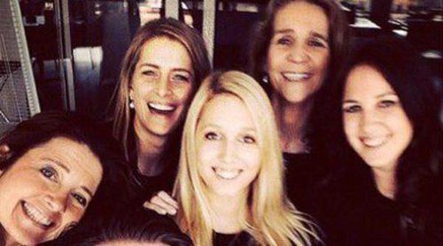 La Realeza, a la última: las Infantas Elena y Cristina se suman a la moda de los 'selfies'