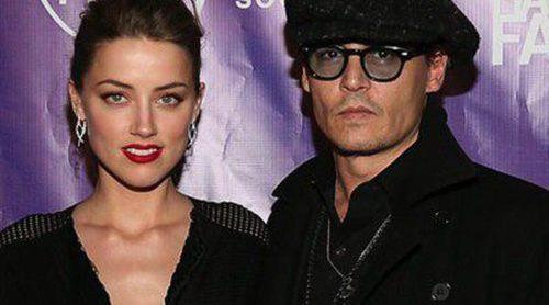 Amber Heard recoge su galardón de los Texas Film Awards 2014 arropada por Johnny Depp