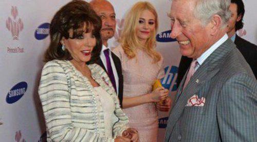 El Príncipe Carlos de Inglaterra se codea con Joan Collins, Jeremy Irons y Luke Evans en los Prince's Trust Awards