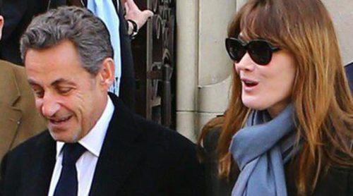 Nicolas Sarkozy y Carla Bruni se ponen románticos tras ejercer su derecho al voto