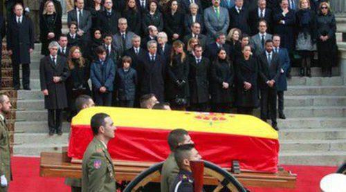 Madrid despide a Adolfo Suárez entre vítores y aplausos tras el cierre de su capilla ardiente