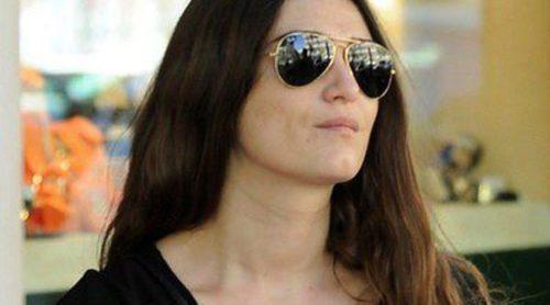 Olivia Molina se relaja en el parque con su hija Vera sin la compañía de Sergio Mur