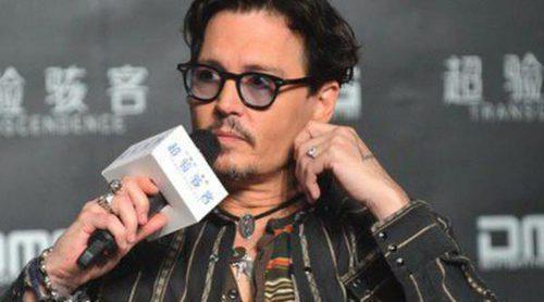Johnny Depp luce el anillo de compromiso que regaló a Amber Heard