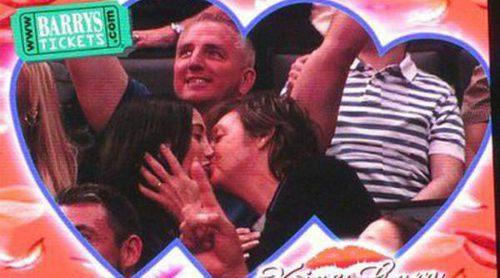 Paul McCartney y su mujer Nancy Shevell, pillados por la 'Kiss Cam' en un partido de los Lakers