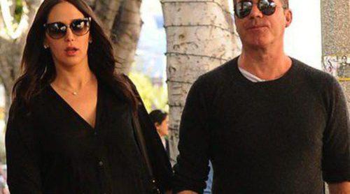 Simon Cowell y Lauren Silverman pasean a su hijo Eric durante la Semana Santa