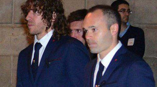 Puyol con Vanesa Lorenzo, Neymar, Iniesta y el resto del Barça acuden al funeral de Tito Vilanova