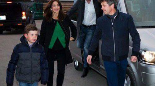 Federico y Mary de Dinamarca llevan al Príncipe Christian al concierto de Justin Timberlake