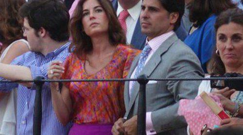 Fran Rivera y Lourdes Montes disfrutan del arte de Padilla y el Cordobés en una tarde de toros en Sevilla