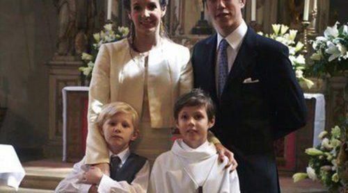 El Príncipe Gabriel de Luxemburgo celebra su Primera Comunión acompañado por la Familia Ducal de Luxemburgo
