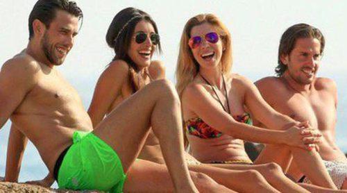 Noelia López y Natalia disfrutan de un día de playa en Ibiza con sus novios