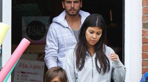 Kourtney Kardashian reaparece con su marido Scott Disick tras anunciar su tercer embarazo
