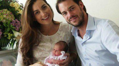 Los Príncipes Félix y Claire de Luxemburgo presentan a su hija recién nacida Amalia