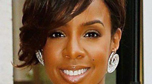 Kelly Rowland se mantiene en línea haciendo yoga durante su embarazo