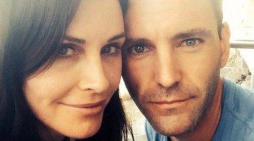 Courteney Cox y Johnny McDaid, de Snow Patrol, se comprometen tras seis meses de relación