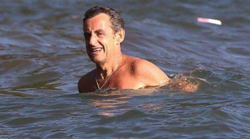 Nicolas Sarkozy, chapuzón en la Costa Azul para olvidar sus problemas judiciales