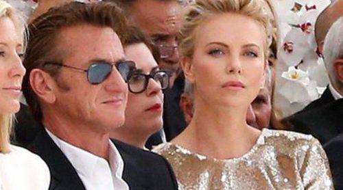 Charlize Theron, Sean Penn y Marion Cotillard siguen las tendencias de la Alta Costura de París otoño/invierno 2014