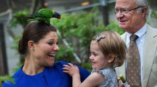 Estela de Suecia, día de zoo con su madre la Princesa Victoria y su abuelo el Rey Carlos Gustavo