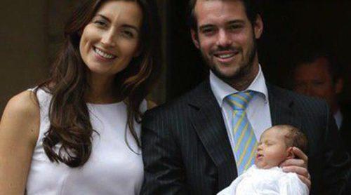 Los Príncipes Félix y Claire de Luxemburgo bautizan a la Princesa Amalia en una íntima ceremonia en Francia