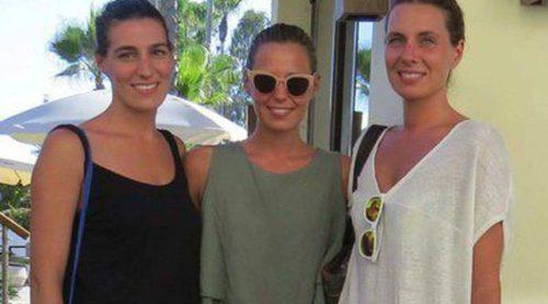Las hijas de Bertín Osborne, Eugenia, Claudia y Alejandra, disfrutan de una jornada marinera en Marbella