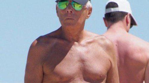 Giorgio Armani disfruta de sus vacaciones a bordo de un yate en Ibiza