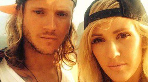 Ellie Goulding comparte momentos de amor con Dougie Poynter en Ibiza