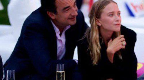 Mary-Kate Olsen y Olivier Sarkozy, dos enamorados en una fiesta benéfica en los Hamptons