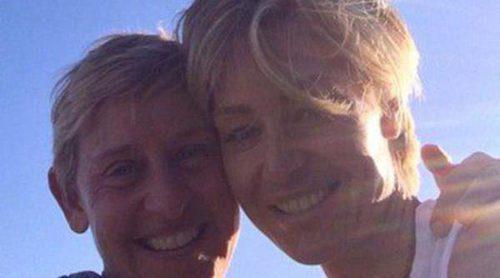 Portia De Rossi sorprende a Ellen DeGeneres con un mensaje en el cielo en su sexto aniversario de boda