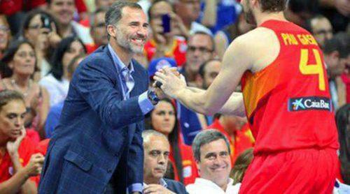 El Rey Felipe VI, Amaia Salamanca y Eloy Azorín apoyan a la selección española de baloncesto antes del Mundial