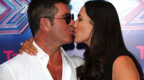 Simon Cowell y Lauren Silverman, todo pasión en la presentación de la nueva edición de 'The X Factor'