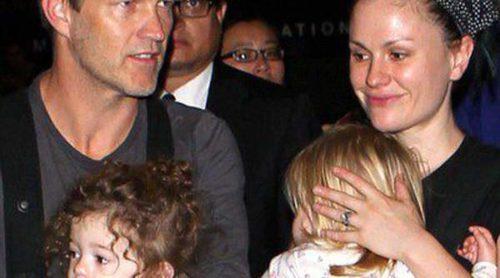 Anna Paquin y Stephen Moyer vuelven a Los Ángeles tras un mes de vacaciones