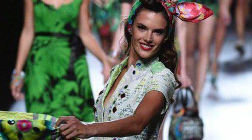 Cristina Castaño y Ana Rujas siguen las tendencias de Desigual presentadas por Alessandra Ambrosio en la Madrid Fashion Week