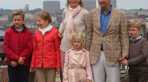 Isabel, Gabriel, Emmanuel y Leonor: Los pequeños Príncipes de Bélgica cogen la bici con los Reyes Felipe y Matilde