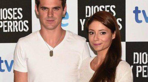 Gonzalo Ramos y Sofía Escobar se separan unas horas de su hijo Gabriel para ir al estreno de 'Dioses y Perros'