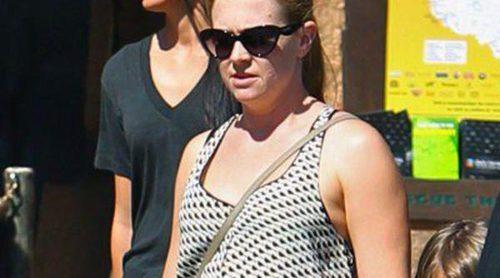 Melissa Joan Hart luce una nueva figura durante un paseo en familia