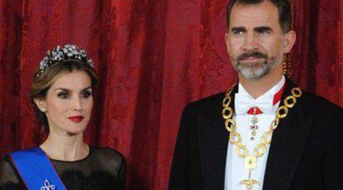 Unos radiantes Reyes Felipe y Letizia ofrecen una cena de gala en honor a la Presidenta de Chile Michelle Bachelet
