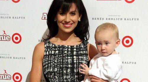 Hilaria Thomas se lleva a su hija Carmen Gabriela a su primera alfombra roja