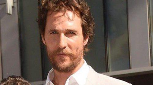 Matthew McConaughey estrena su estrella en el Paseo de la Fama de Hollywood con Anne Hathaway y Jessica Chastain