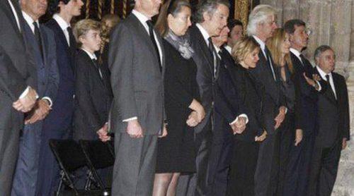 Emoción, tristeza y sentimiento en el multitudinario funeral de la Duquesa de Alba en la Catedral de Sevilla