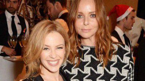 Kylie Minogue, Salma Hayek y Poppy Delevingne celebran la llegada de la Navidad en Stella McCartney